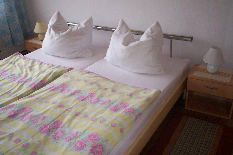 SZ Ferienhaus 1 einem Doppelbett