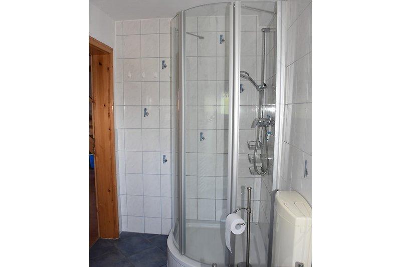 Bad unten mit Dusche
