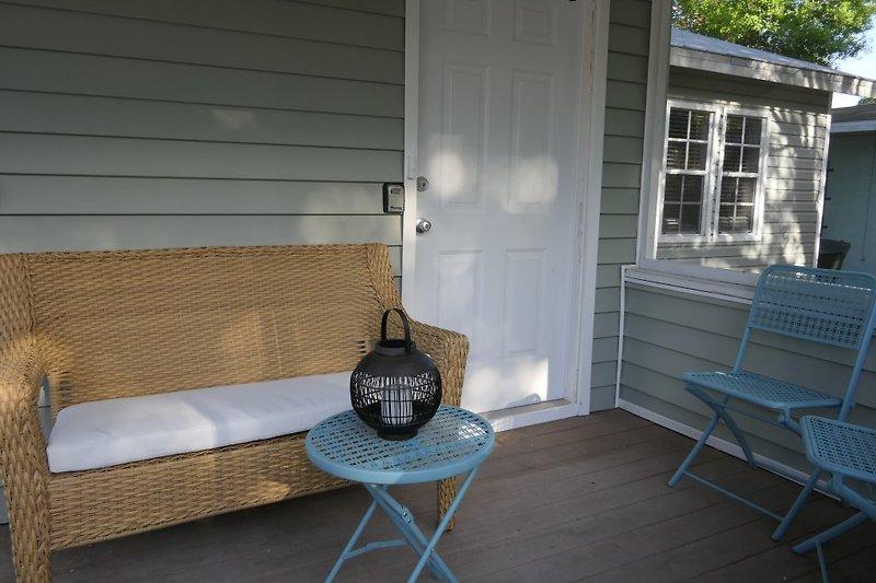 Sitzbereich vor dem Haus