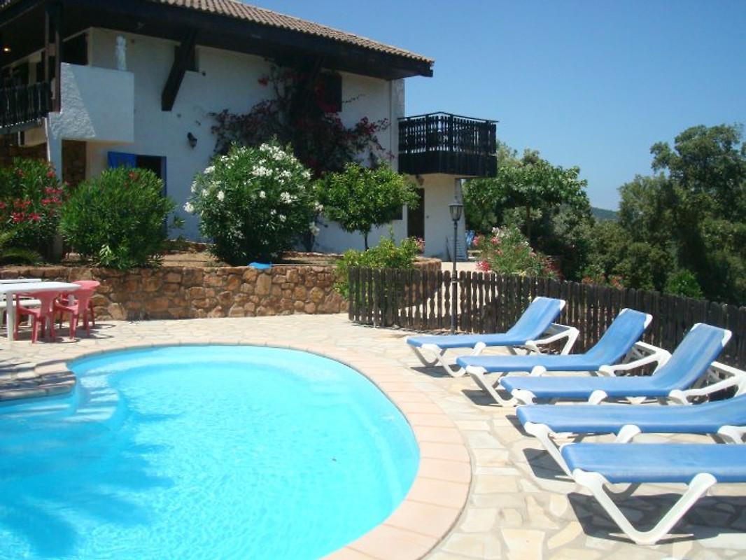 Ferienhaus ferienhaus in sainte lucie de porto vecchio for Haus mit pool mieten