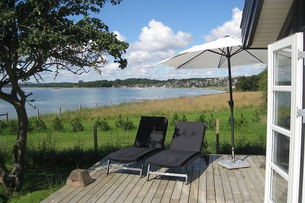 ferienhaus direkt am strand arhus ferienhaus in ronde mieten. Black Bedroom Furniture Sets. Home Design Ideas