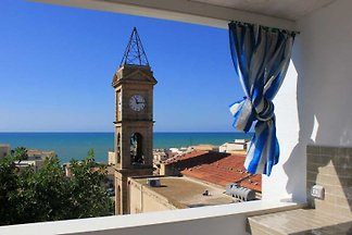 Gracious apartment only 150 mt from the beach, in the very centre, with terrace and beautiful sea view. It is ideal for a family.