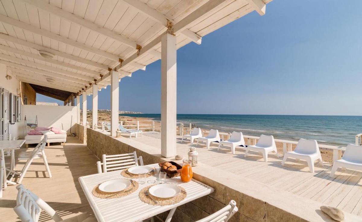 calipso elegante villa am strand ferienhaus in donnalucata mieten. Black Bedroom Furniture Sets. Home Design Ideas