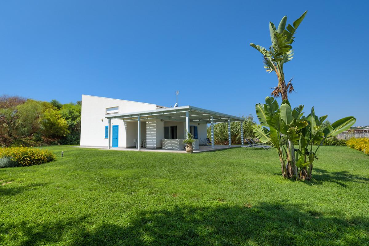 Dafne villa avec piscine maison de vacances punta for Jardin villa austral punta arenas