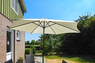 Nice semi-detached holiday home for 6 people on mini campsite 1 mi from the sea in Aagtekerke