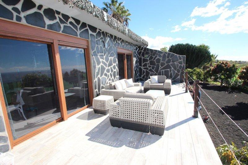 Terrasse mit Blick zum Atlantik und zur Nachbarinsel La Gomera