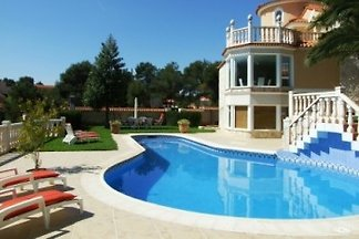 Beautiful apartment in villa with large pool