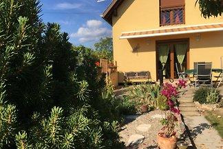La Maison d' ALISA  terrasse-jardin
