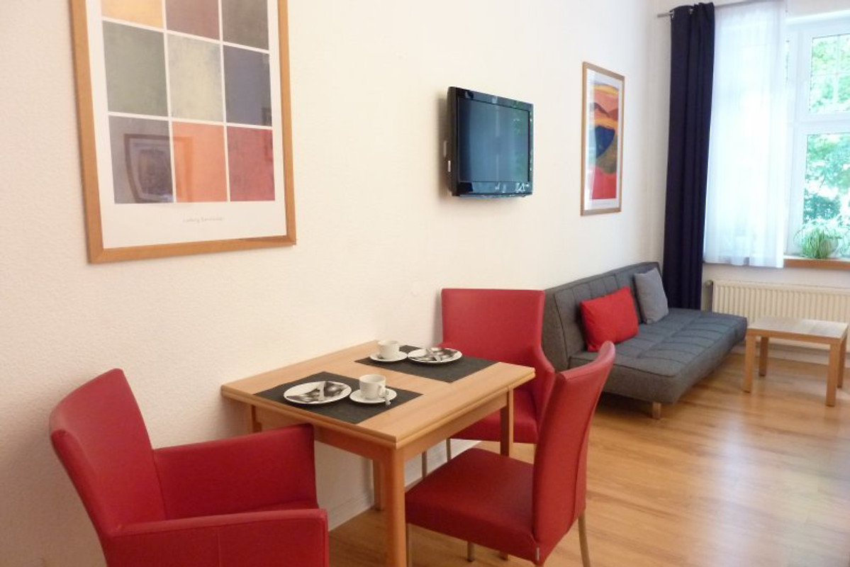 lessing apartment d sseldorf ferienwohnung in d sseldorf. Black Bedroom Furniture Sets. Home Design Ideas
