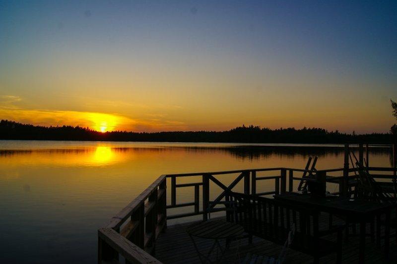 Blick in den Sonnenuntergang von der Seeterrasse