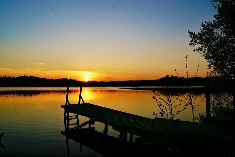 Sonnenuntergnag über dem Langen See nur 50m vom roten Ferienhaus entfernt