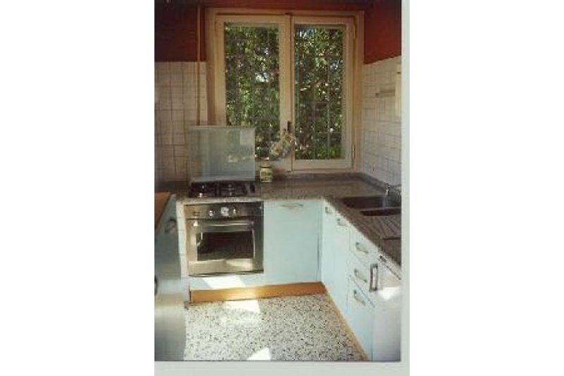 Küche Mit Granitarbeitsplatte : casa robinia ferienhaus in castiadas mieten ~ One.caynefoto.club Haus und Dekorationen