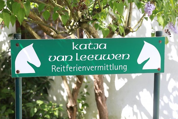 "<span style=""font-size:smaller;"">Firma Katja van Leeuwen Reitferienvermittlung</span><br> Frau Van Leeuwen"