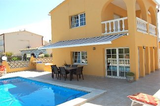 Villa Creus mit Pool, am Kanal
