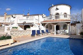 Casa Tordera mit Pool am Kanal