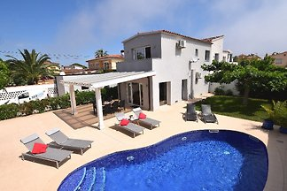 Villa Stephano mit Pool (Neubau)