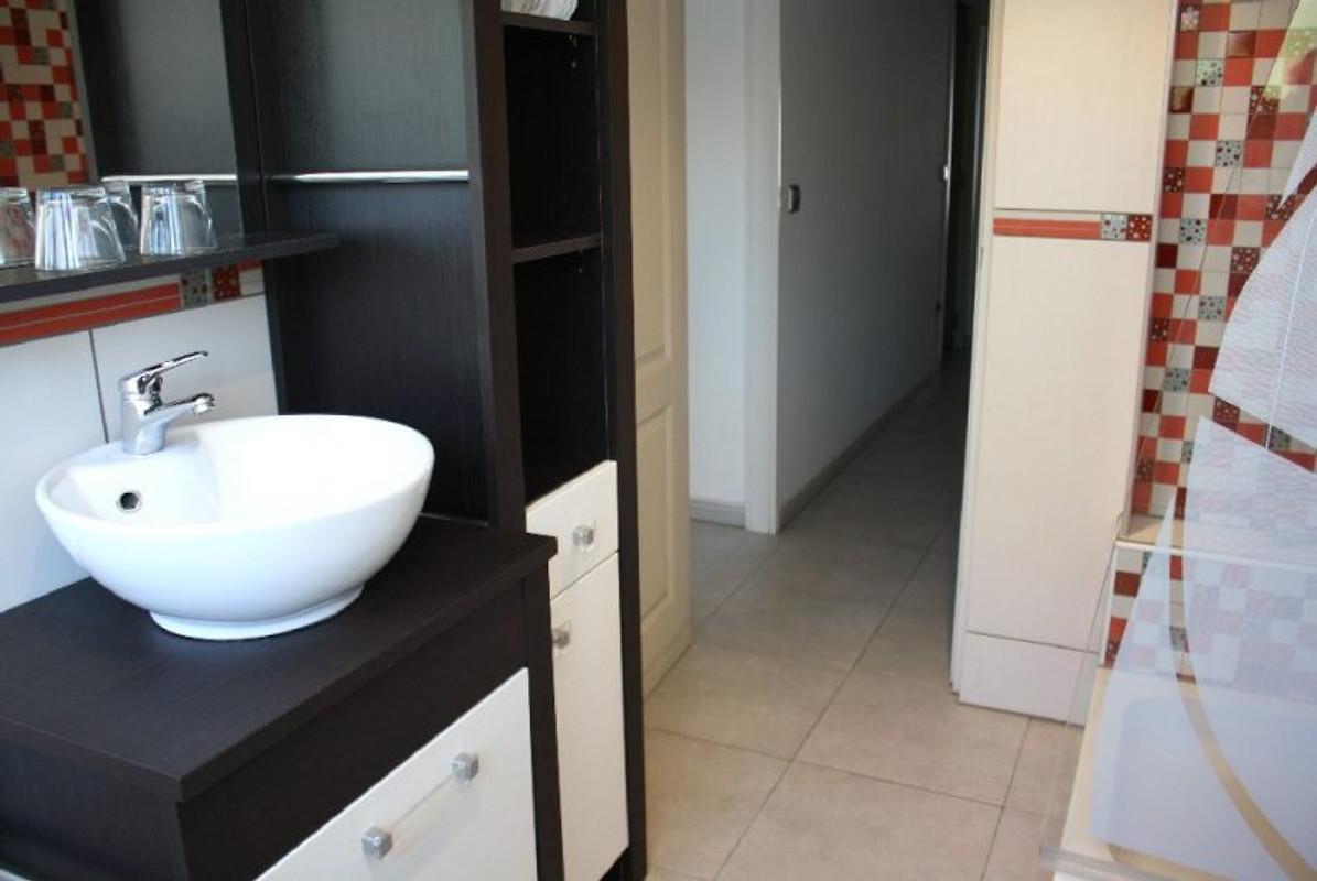 hacienda suiza mit pool u klima ferienhaus in empuriabrava mieten. Black Bedroom Furniture Sets. Home Design Ideas