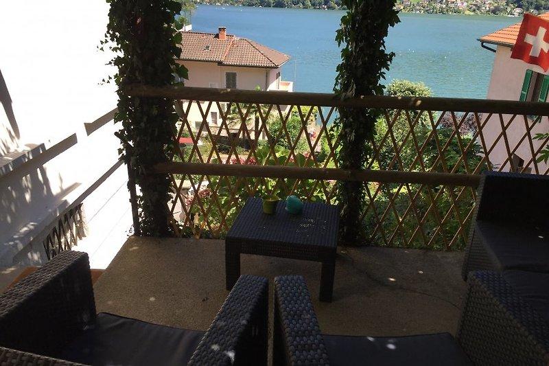 Pergola - Sicht auf Garten und See