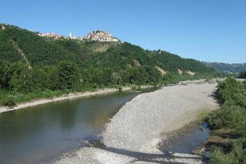 Vezzano seen from the riverbed Magra