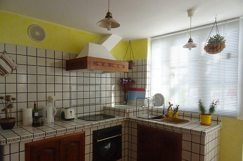 die helle und moderne Küche