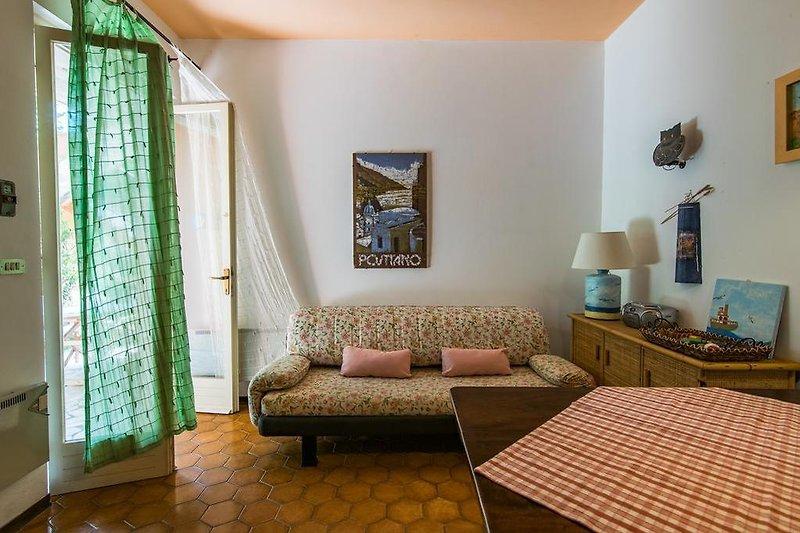 Wohnzimmer mit direktem Zugang auf die Terrasse