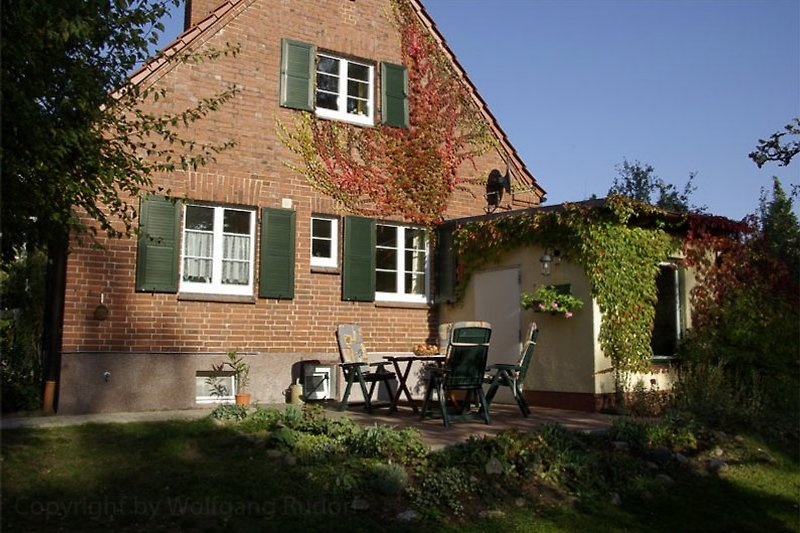 Terrasse hinterm Haus