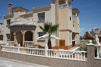 Lux Villa von €300 pw