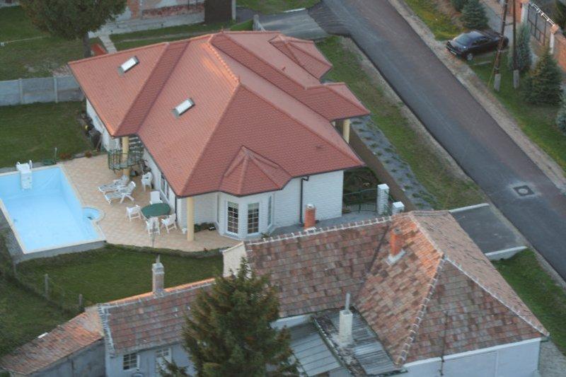 Luftbild mit Pool