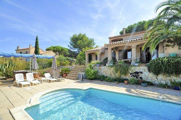 Ferienhaus mit Pool und Meerblick auf der Halbinsel Giens
