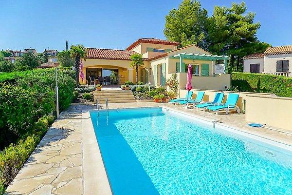 Villa con piscina y vistas al mar en Saint Aygulf - imágen 1