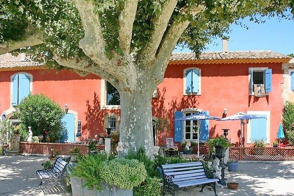 Maison de campagne restaurée avec piscine à L'Isle-sur-la-Sorgue - Image 1
