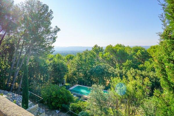 Casa di vacanze su una collina con piscina in Mérindol - immagine 1
