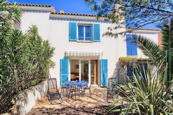 Casa a schiera con piscina al Domaine in Les Issambres - immagine 1