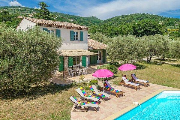 Acogedora casa de campo con piscina en Seillans - imágen 1