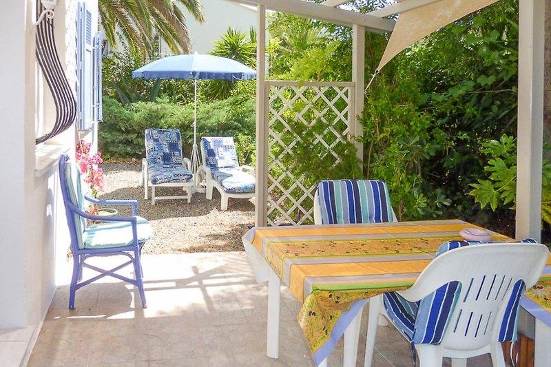 Sitzplatz vor der Ferienwohnung in Saint-Raphael