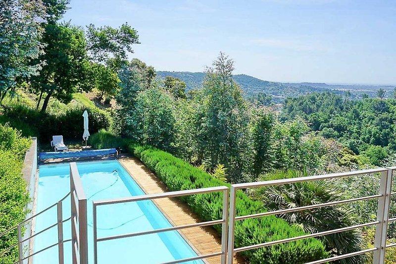 Blick von der oberen Terrasse am Ferienhaus