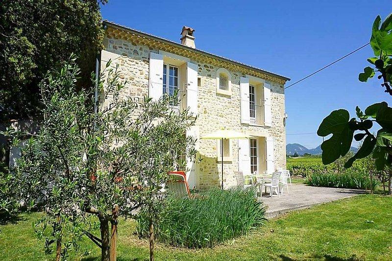 Steinhaus mit Terrasse und Weitblick in der Provence