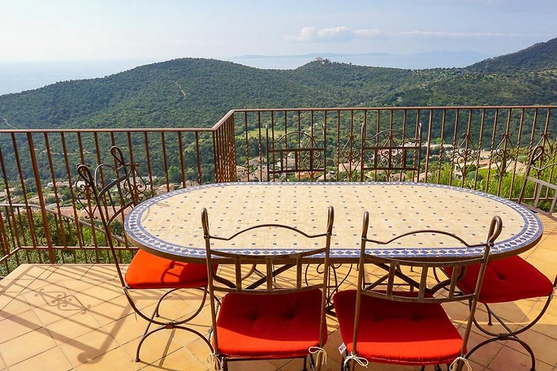 Villa mit Pool und Meerblick in Cavalaire