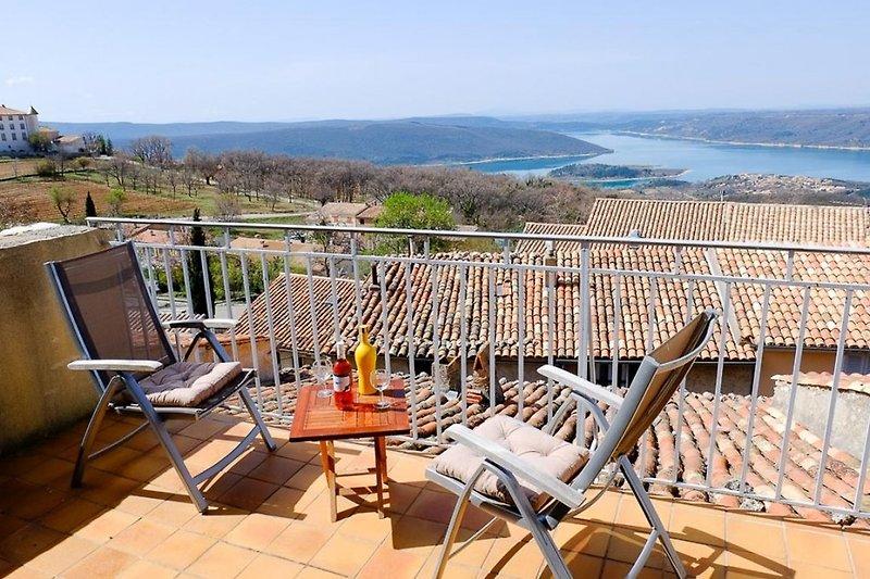 Ferienhaus mit Seeblick in Aiguines in der Provence