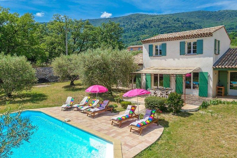 Ferienhaus mit Pool in Seillans