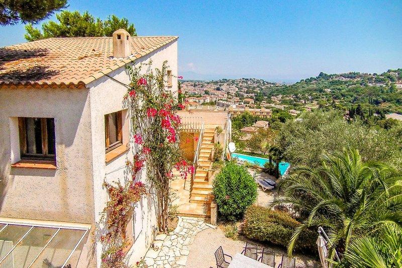 Ferienhaus mit Pool in Vallauris bei Cannes