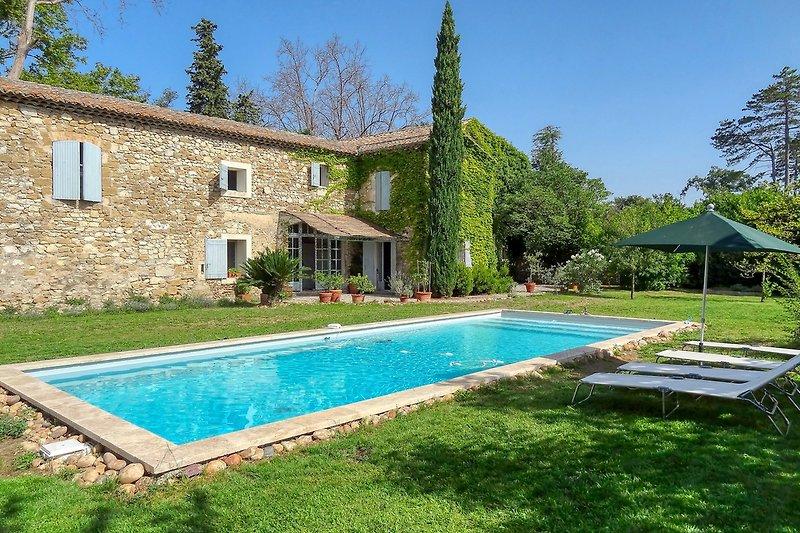 Ferienhaus mit Pool bei Avignon