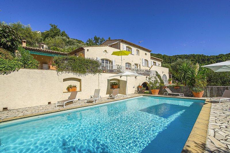 Ferienhaus mit Pool in Cabris