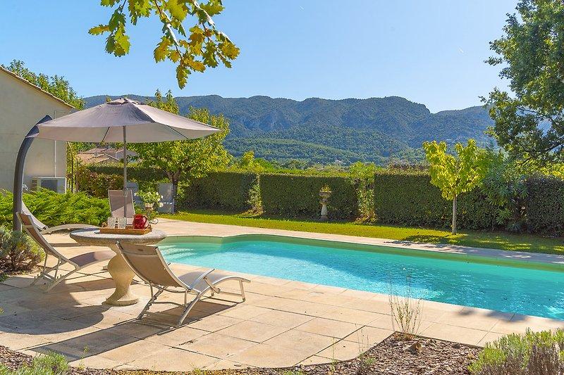 Ferienhaus mit Pool in Oppède in der Provence