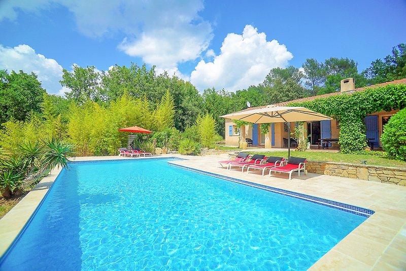 Ferienhaus mit Pool in Flayosc