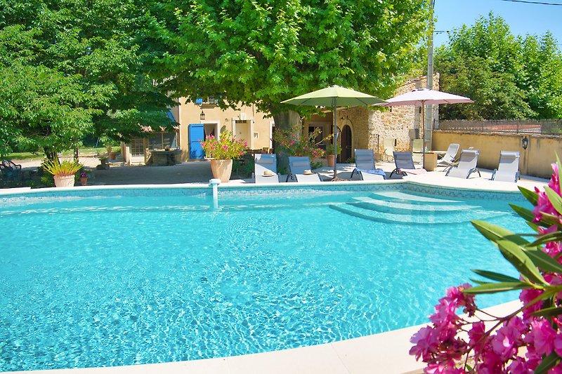 Ferienhaus mit Pool für 10 Personen in der Provence