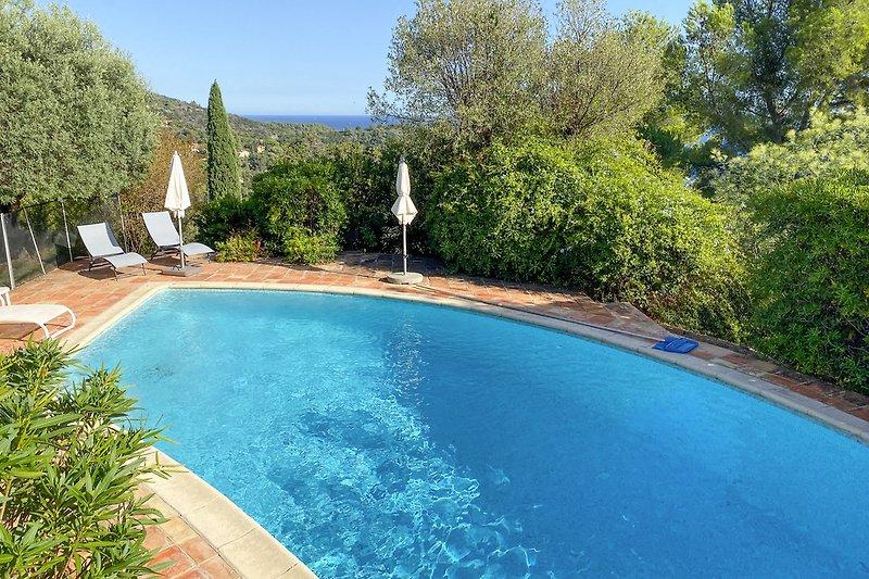 Ferienhaus mit Pool und Panoramameerblick