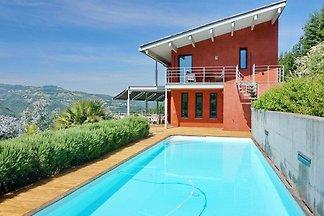 En Cannes, villa con piscina privada