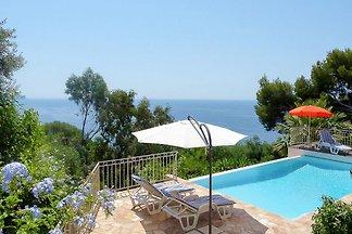 Villa per 8 con piscina e vista mare