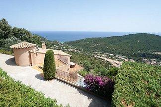 Villa con vistas al mar y piscina